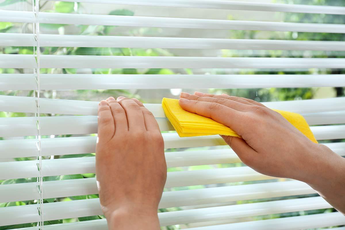 Limpieza y desinfección de persianas