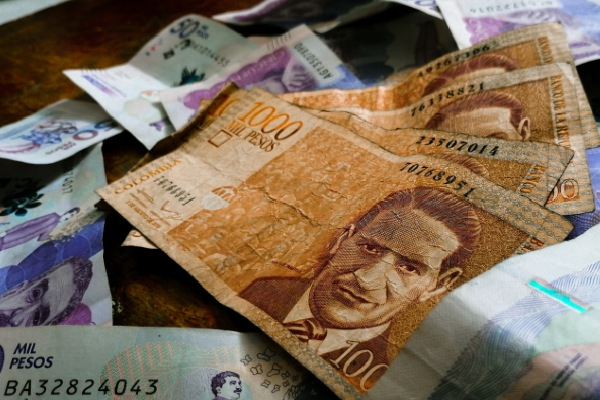 dinero colombianos